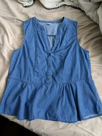Old Navy denim top Medium Montreal