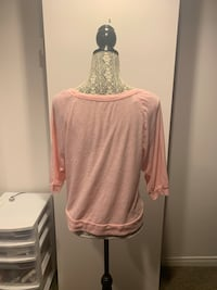 Ladies large American eagle top St Catharines, L2T 1X4
