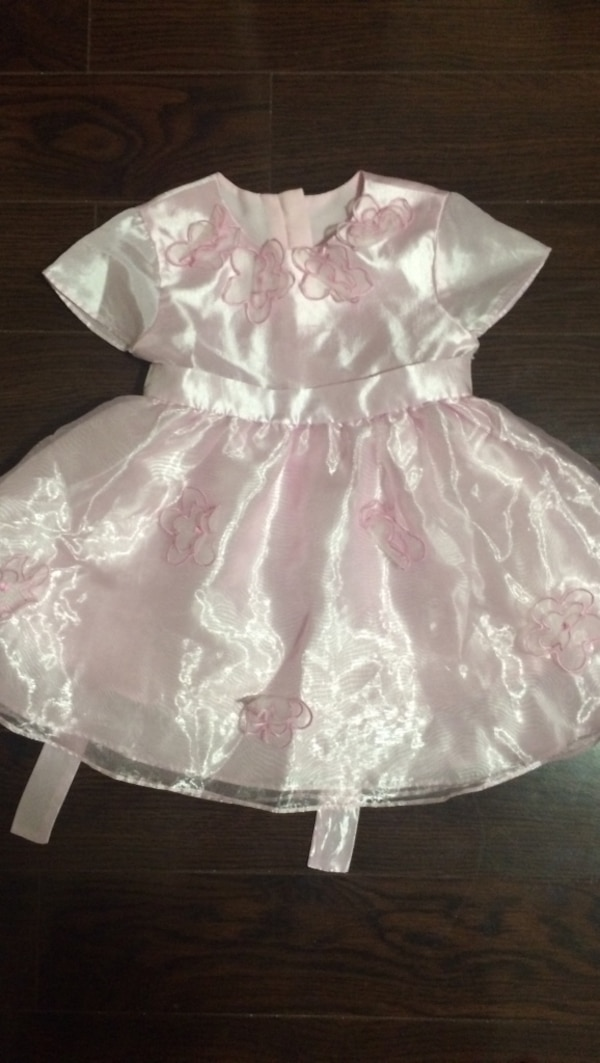 Size- 6 months, all three dress is 10$