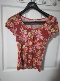 red, pink, and yellow floral toop Levis, G6V
