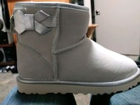 pair of gray suede boots Seattle, 98122