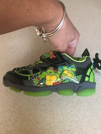 BRAND NEW SNEAKERS SIZE 9 with lights!