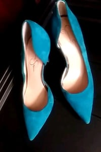 pair of blue pointed-toe heeled shoes Chicago, 60643