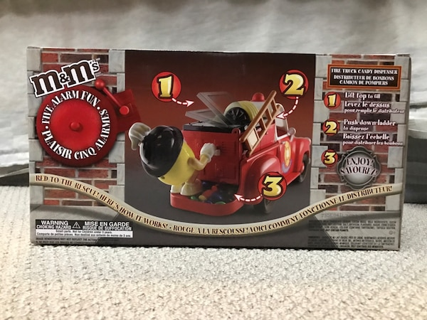 $100 OBO M&M Official Limited Edition Fire Truck Candy Dispenser  74f9eb26-7cb8-4ae5-8459-89799ee791fa