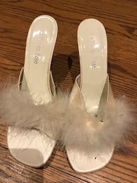 Women's Beige Feathered slippers