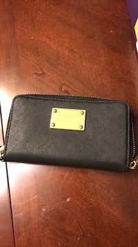 Michael Kors wristlet holds phone up to 7 Centreville, 20121
