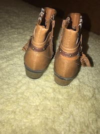 Pair of brown leather boots Greenville, 27834