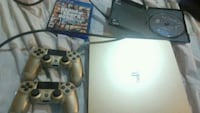 Sony PS4 console with controller and game ca Los Angeles