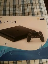 Sony PS4 console with controller box Glendale Heights, 60139