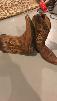 """Justin's"" Genuine leather cowboy boots paid over $250  250 mi"