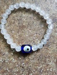 white and blue beaded bracelet London, N5Y 1V4