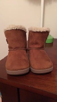 Size 4 winter boots for little girls used one time