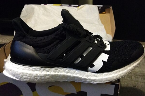 UNDEFEATED ULTRABOOST size 10
