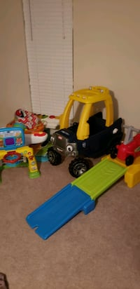 toddler's assorted-color plastic toy lot 101 mi