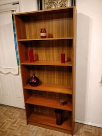 Nice bookcase/shelves in very good condition, pet  Annandale, 22003
