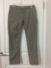Military green/ straight leg/ Tristan brand/ size 7 Pointe-Claire