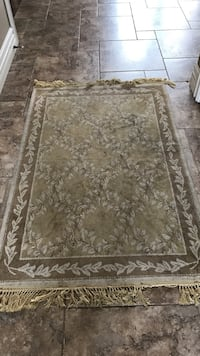 Brown and grey floral floor rug Shelby Township, 48316
