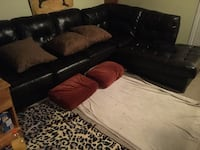 Black leather couch Mint condition  Toronto, M2H 3M4