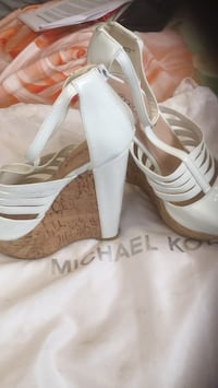 pair of white leather open-toe heeled sandals Empire, 95357