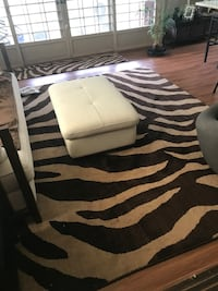 Beautiful Animal print rug excellent condition barely used