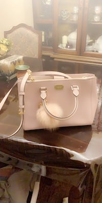 Pink Michael Kors cross body and tote bag 2 in 1 Toronto, M1R 3A6