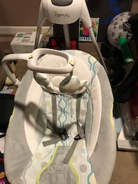 baby's white and gray portable swing San Jose, 95128