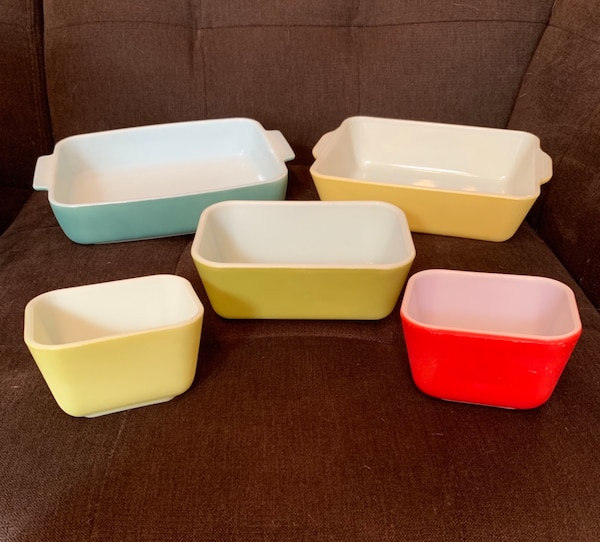 SALE on 5 Pyrex Primary Colors Pieces