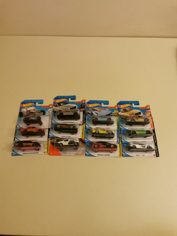 Hot Wheels 1/64 5fe266c4-c298-4a59-a07b-289c728630b4