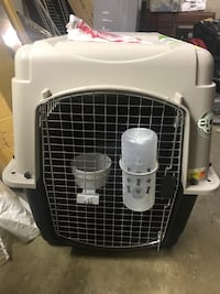 White and black pet carrier Alexandria, 22309