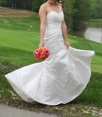 Gorgeous wedding dress, prices to sell