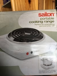 White and black electric coil range oven in box never used bought from Canadian tire just lost the slip Montréal, H8N 1W5