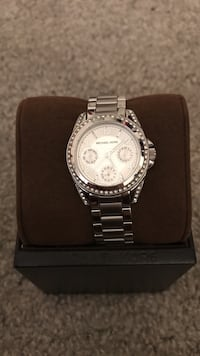 Round silver-colored Michael Kors chronograph watch with link band Deptford, 08096