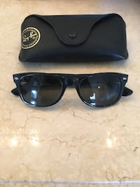 Ray Ban Black Wayfarer Sunglasses with Case Mississauga, L4Z 4A1