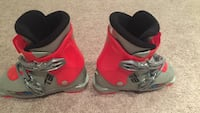 Ski boot, great shape. only ski'd on them 6 times. size 19 / 240. fits a 7 / 8 year old