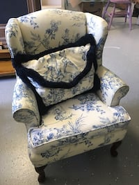 Small upholstered child's chair  Naples, 34102