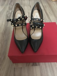 Valentino Garavani Rockstud leather pumps Brampton, L6V