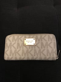 White and gray michael kors leather wristlet Toronto, M4X 1R4