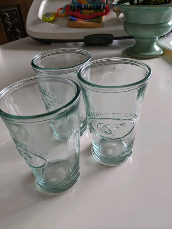 3 thick glass absolutely pure milk  3172e8f9-d774-48d2-aa05-5fb9d6ad5615