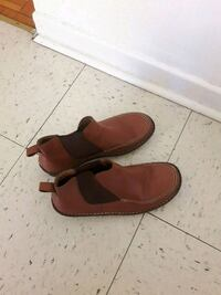 pair of red suede slip-on shoes Montréal, H1G 3M6