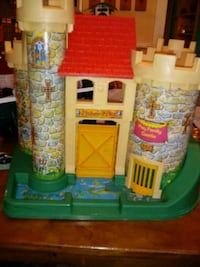 Vintage Fisher Price castle, royal figures, dragon, horse and wagon Wilmington, 19802