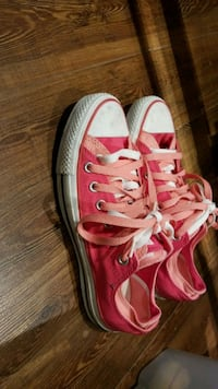 PINK converse - size 8.5 womens Mississauga, L5J 3N8