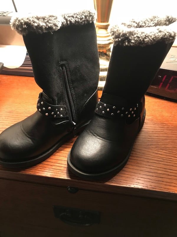Girls winter boots - Size 9. Black. Lined. Used but like new. 4dada4f6-c640-49c9-9859-734fff4b30fe