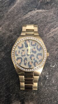 Mint condition - $180 Guess Gold Watch - Comes with box and extra links Mississauga, L5A 2S1