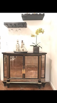 Antiqued mirrored hutch New York, 10065