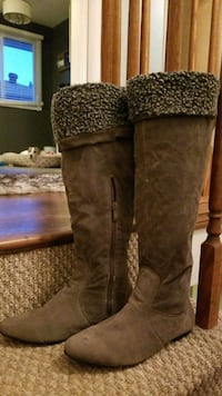 Size 9. Boots St. Catharines, L2M 7Y9