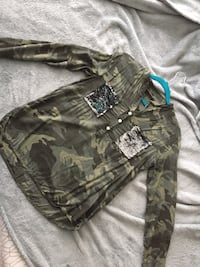 Camo long sleeve shirt  Alexandria, 22304