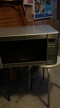 Gray and black emerson microwave oven Rosemead, 91770