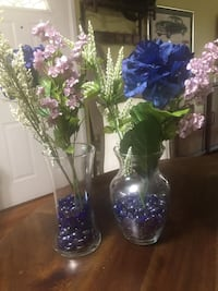 10 Clear Glass Vases with Blue Glass Pebbles/Assorted Silk Flowers Washington