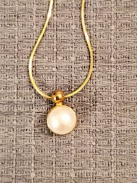 Gold chain pearl pendant necklace and matching earrings