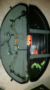 black and brown compound bow in case Chesapeake, 23320